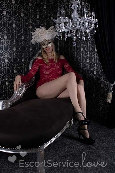 Blonde escort dame Angelique
